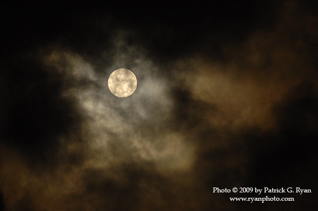 Full Moon & Clouds24