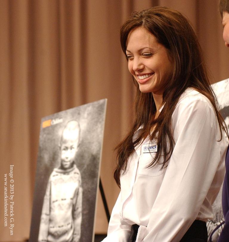 Angelina Jolie 23*